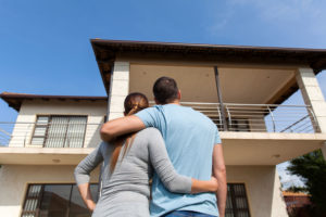Couple Looking at House | The Ida Terbit Group